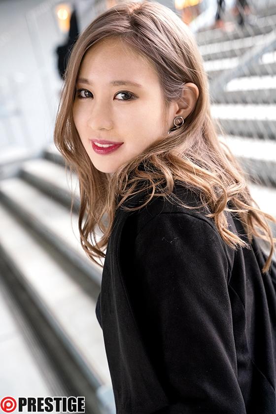 ストリート・クイーン AV debut!! かれん(21) 女子大生 街の視線を集める路上の女王がAV参戦! 1